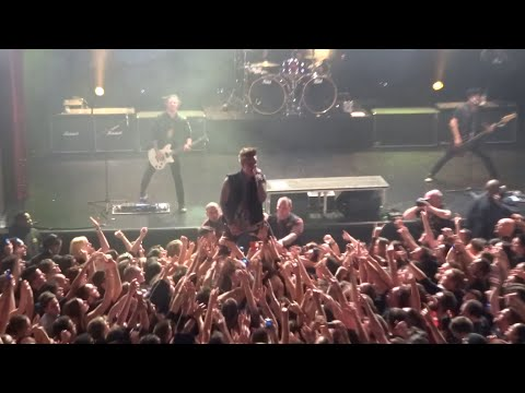 Papa Roach - Hollywood Whore ( Live Paris Trianon 07 03 2015 ) HD