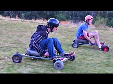 Course de kart dans l'herbe