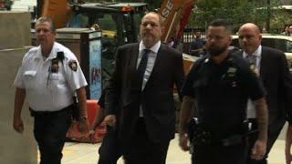 Harvey Weinstein arrive au tribunal