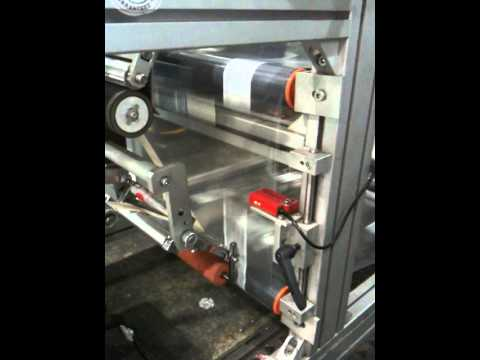 Vertical form fill labelling machine (video 1)