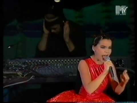 Björk - Big Time Sensuality live (MTV Europe Music Awards) (1994)