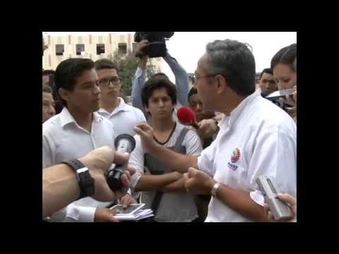 Diálogo del Ministro con estudiante del Vicente Rocafuerte