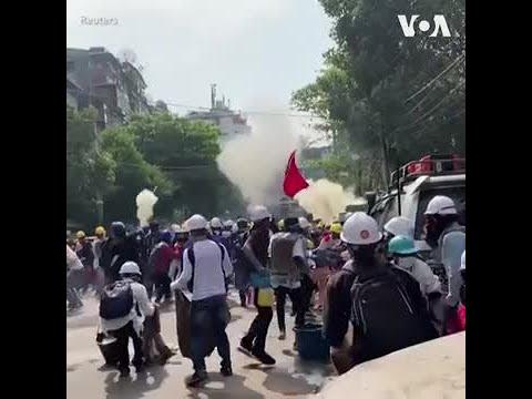 缅甸仰光民众继续抗议