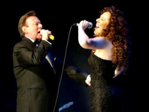 Baixar Vai Me Proteger - Erika Rodrigues & Agnaldo Rayol no show