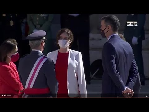 Pedro Sánchez coincide en un corrillo con Ayuso y Almeida