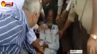 Man Unconscious In Bank Queue in SBI, Basheerbagh, Hyderab..