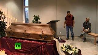 Гробы в аудиториях колледжа для мастеров похоронного дела в Германии