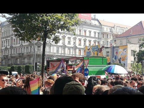 "Budapest <span class=""search-everything-highlight-color"" style=""background-color:orange"">Pride</span>: többezres tömeg vonult a Tabánhoz"