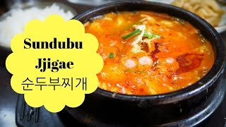 Sundubu jjigae (순두부찌개): Eating Korean Spicy Tofu Soup with Mandu (만두) Korean Dumplings in Seoul