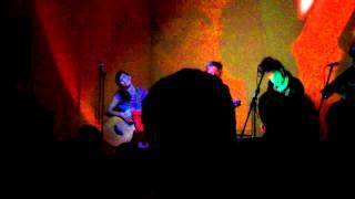 (VIDEO teVgfnlW-E8) La Perdita Generacio koncertis akustike dum JES 2012 #muziko