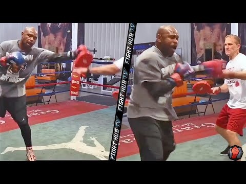 ROY JONES DROPPING BIG RIGHT HANDS & HOOKS IN TRAINING FOR MIKE TYSON! NEW LEAKED TRAINING FOOTAGE!