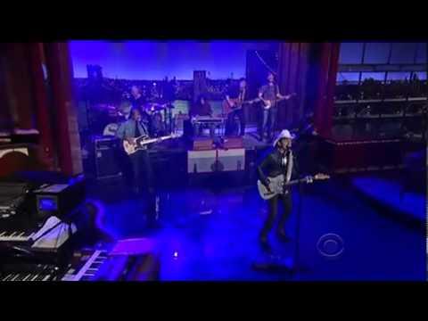 Brad Paisley  Runaway Train - Letterman 5-15-2013