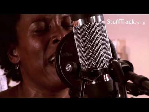 Sandra Nkake - Happy | Live