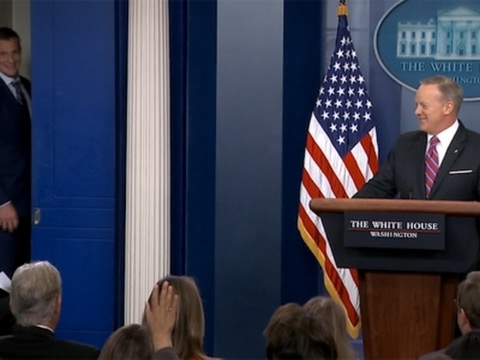 Patriots' Gronk Interrupts WH Briefing
