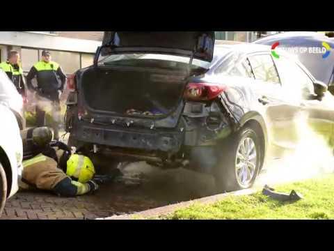 Politieonderzoek na alweer opgeblazen auto in Van Leeuwenstraat Voorburg photo