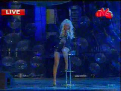 Christina Aguilera - Hurt Live