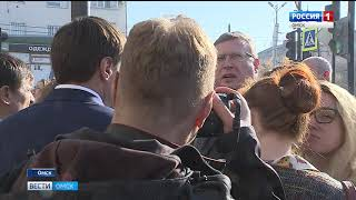 Александр Бурков и мэр Омска Оксана Фадина проинспектировали ход ремонтных работ на «гостевом маршруте»