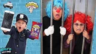 🚓 KID COP VS ROBBERS STEAL A MILLION SOUR CANDY! Family Friendly COPS AND ROBBERS GAME FOR KIDS!