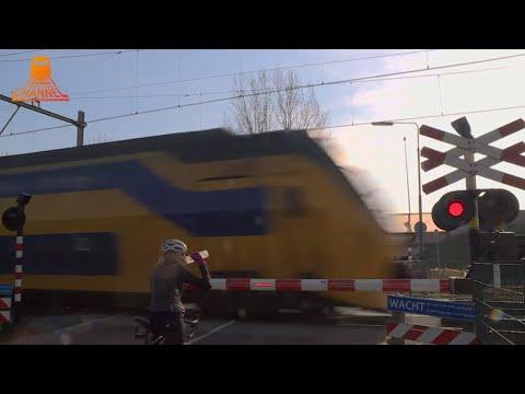 DUTCH RAILROAD CROSSING - Bunnink - Achterdijk photo