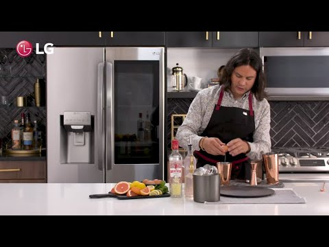 Expert mixologist Rael Petit shows you how to create a Sour Cocktail with a twist, using LG's exclusive round Craft Ice™ to level up the presentation.