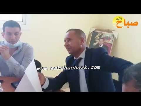 مستشار يرفض حضور الصحافة و رئيس المجلس يتدخل للتوضيح