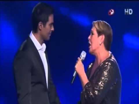 Lupita D'Alessio a dueto con Ernesto D'Alessio - Acariciame