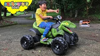 Jurassic World TOY HUNT! Skyheart rides dinosaur and blue to find dinosaur toys for kids