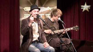 Der Marian & Phil on Sofa – Konsumfreiheit
