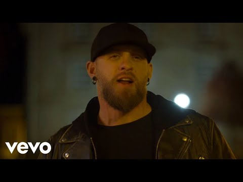 Brantley Gilbert, Lindsay Ell - What Happens In A Small Town