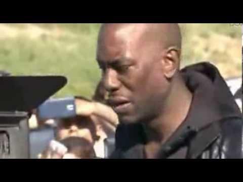 Tyrese 在Paul Walker保罗·沃克车祸现场潸然泪下      标清 1