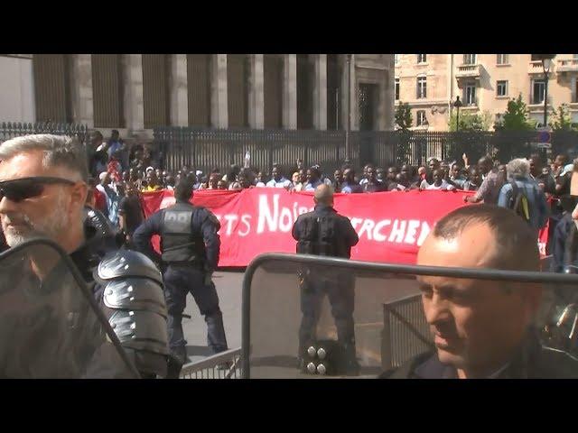 法非裔移民自稱「黑背心」 示威要求居留權