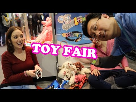 Rainbow Loom Booth at Toy Fair with Choon and Cortney Nicole from How to Loom Your Dragon
