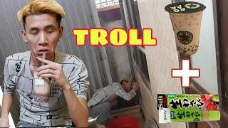 Phong Zhou Vlogs   Troll Thằng Huy Cho Uống Trà Sữa Trộn Wasabi - Thốn Tận Rốn