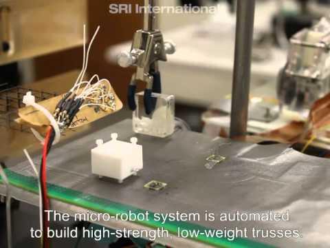 Rój malutkich robotów konstruktorów