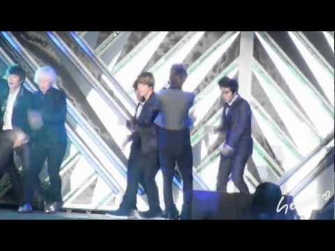 110904 Super Junior M - Henry's pants ripped