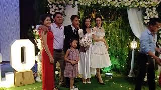 Nabi Nhã Phương không thể thoát khỏi vòng vây chụp ảnh  trong ngày cưới