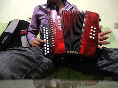 la chona en acordeon de dos hileras