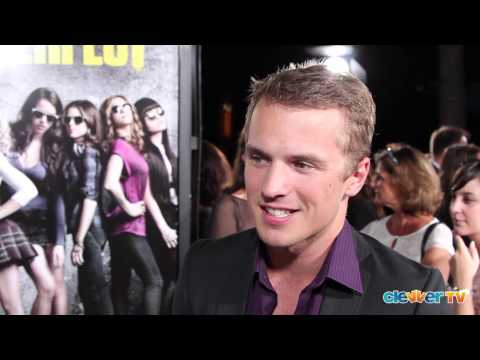 Freddie Stroma Interview - 'Pitch Perfect' - YouTube