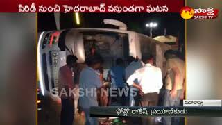 30 Injured as Private Travels Bus Overturns..