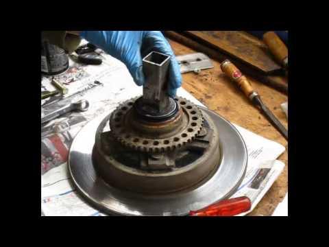 changement du roulement de roue avant jimny how to change the wheel bearings jb43 youtube. Black Bedroom Furniture Sets. Home Design Ideas