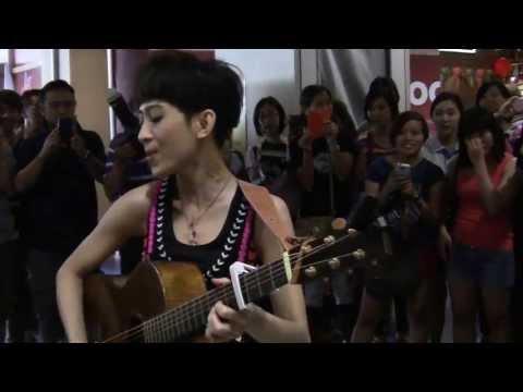 (07-07-2013) 戴佩妮[纯属意外]马来西亚快闪活动 - 唱懒人漫游和Never @ Sunway Pyramid LG2 蓝色大厅