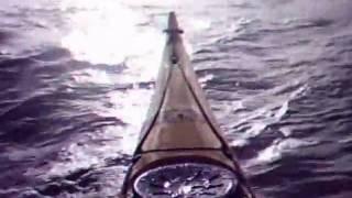 Kayak sur les vagues