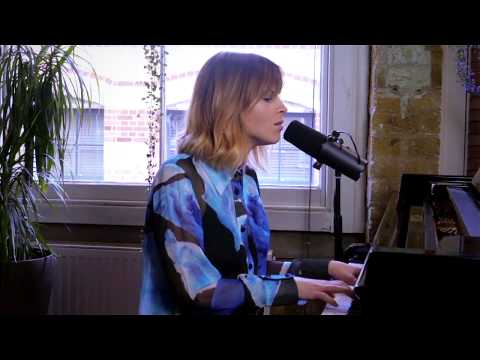 Gabrielle Aplin - Used To Do (Live Piano Version)