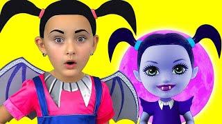 Junior Vampirina and Max Pretend Play with favorite toys