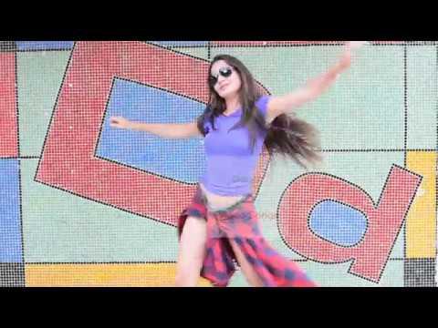 Beautiful girl dancing to Kala Chashma song