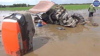 Tuốt hết nhông đùi vì cố thoát khỏi vũng lầy/Vietnamese tractors