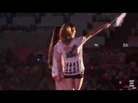 f(x)120818 SMTOWN Live in Seoul ending Victoria&Krystal