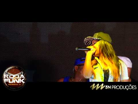 Baixar MC Britney - Feat. MC Max :: Ao vivo na Roda de Funk da Ilha do Governador ::