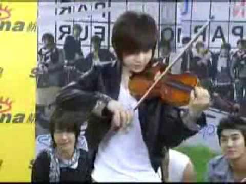 Henry playing LiangZhu (梁祝)