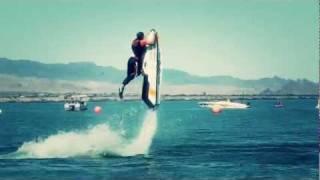 Acrobati con le moto d'acqua
